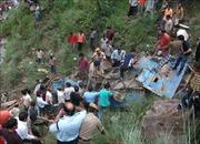 Xe khách lao xuống hẻm núi, ít nhất 10 người thiệt mạng