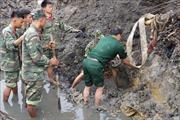 Thi công kè chống sạt lở ngập nước, phát hiện quả bom nặng 230 kg