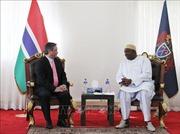 Đại sứ Phạm Quốc Trụ trình Quốc thư lên Tổng thống Gambia