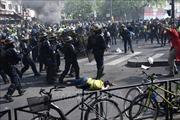 Biểu tình biến thành bạo động, trên 100 'áo vàng' bị bắt tại Paris