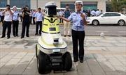 Robot hỗ trợ cảnh sát giao thông