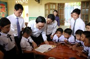 Bộ trưởng Phùng Xuân Nhạ dự Lễ khai giảng tại 'rốn lũ' Quảng Bình