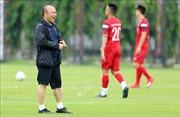 Vòng loại World Cup 2022: Hai tuyển thủ Việt Nam bị đau mắt ở Thái Lan