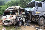 Xe tải va chạm xe khách tại Phú Thọ, ít nhất 6 người bị thương nặng phải nhập viện