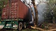 Hai xe container va chạm trên Quốc lộ 5 khiến một người chết cháy