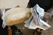 IMF cảnh báo nguy cơ siêu lạm phát tại Zimbabwe