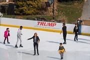 Sân băng công viên Central Park ở New York gỡ tên Tổng thống Trump
