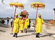 Đô thị hóa 'vây' không gian văn hóa làng biển