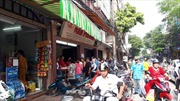 Vẫn cảnh xếp hàng mua bánh Trung thu truyền thống, nhưng chưa quá đông đúc
