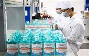 Hai trường đại học tự pha chế nước rửa tay sát khuẩn phòng dịch do virus Corona