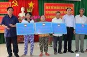 Chủ tịch Ủy ban Trung ương MTTQ Việt Nam trao tặng nhà Đại đoàn kết tại Bình Định