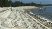 Sửa chữa kè biển Tam Hải bị sóng biển gây hư hại nặng