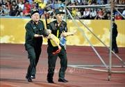 Biểu dương chiến sĩ cảnh sát cứu cháu bé bị co giật trên sân Thiên Trường