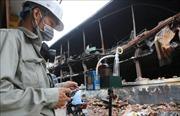 Đoàn cán bộ Trung tâm quan trắc tài nguyên và môi trường kiểm tra, ghi nhận số liệu sau vụ cháy Công ty Rạng Đông