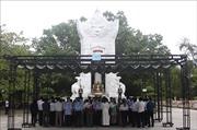 Dâng hương tưởng niệmTổng Bí thư Lê Duẩn, các Anh hùng liệt sỹ