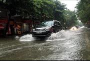 Nhiều tuyến đường ngập sâu, giao thông hỗn loạn tại TP Vinh, Nghệ An