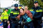 Nhiều người biểu tình chống biến đổi khí hậu bị bắt giữ tại Anh, Hà Lan và Canada
