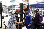 Giá xăng dầu giảm liên tục góp phần 'kiềm chế' CPI