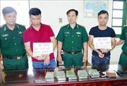 Biên phòng Nam Định bắt 2 đối tượng vận chuyển ma túy, thu 10 bánh heroin