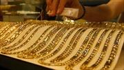 Giá vàng thế giới đi lên, chứng khoán thế giới sụt giảm