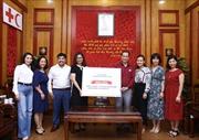 Trao tặng khẩu trang y tế cho người Việt ở nước ngoài