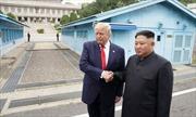 Chủ tịch Kim Jong-un và Tổng thống Trump bắt tay nhau trong cuộc gặp lịch sử tại DMZ