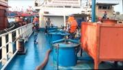 Cảnh sát biển bắt giữ tàu chở khoảng 200.000 lít dầu bất hợp pháp