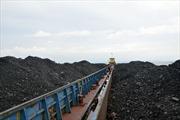 Cảnh sát biển tạm giữ 2.000 tấn bã xít thải than không rõ nguồn gốc