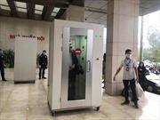 Nhà Quốc hội đặt máy khử khuẩn trước sảnh để phòng chống dịch COVID-19