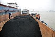 Cảnh sát biển tạm giữ 700 tấn than không rõ nguồn gốc