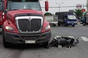 Container va chạm xe máy, 1 phụ nữ tử vong