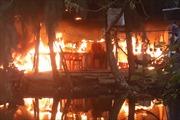 Nhà cấp 4 ở khu câu cá Hồ Tràm cháy dữ dội, người dân hốt hoảng tháo chạy