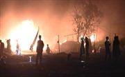 Cháy lớn kho xưởng vải rộng 1.000m2, 13 nhà dân bị cháy xém