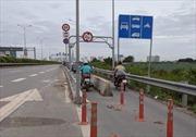 Cơ quan chức năng lên tiếng về vụ xe máy đâm vào dải phân cách 'cản ôtô' trên cao tốc