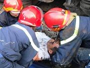 Người đàn ông thoát chết hy hữu dưới gầm tàu hỏa
