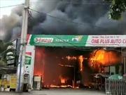 Cháy lớn thiêu rụi hơn 10 ô tô