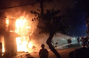 Hỏa hoạn thiêu rụi 5 ki ốt ở TP Hồ Chí Minh