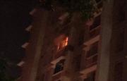 Cháy chung cư lúc rạng sáng, hàng trăm người tháo chạy