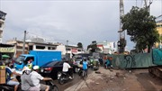 Nhiều quận của Thành phố Hồ Chí Minh vẫn ngổn ngang rào chắn, gây ách tắc giao thông