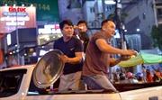 Muôn vàn kiểu ăn mừng 'độc lạ' của cổ động viên TP Hồ Chí Minh