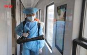 Xịt thuốc tẩy trùng tàu hỏa phòng dịch virus Corona