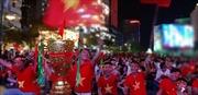 Cổ động viên TP Hồ Chí Minh hò reo ăn mừng bàn thắng của đội tuyển Việt Nam