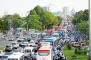 Cửa ngõ TP Hồ Chí Minh ùn ứ nghiêm trọng khi người dân ùn ùn về quê nghỉ lễ