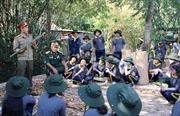 Học sinh hào hứng trải nghiệm 'Một ngày làm chiến sỹ Biệt động Sài Gòn'