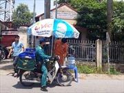 Điện lực Hà Nội cung cấp nước uống miễn phí cho người dân trong ngày nắng nóng