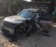 Xe Range Rover nát bét sau va chạm liên hoàn, hai người bị thương