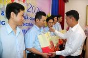 Lãnh đạo TTXVN tặng quà 'Tết sum vầy' cho công nhân lao động