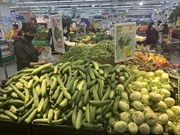 Hàng hóa 'ngồn ngộn' các kệ siêu thị Hà Nội