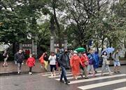 Du khách nước ngoài luyến tiếc nhưng ủng hộ đóng cửa các di tích của Thủ đô để phòng dịch COVID-19