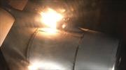 Hành khách nín thở khi động cơ máy bay bùng bùng cháy trên không